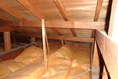 天井断熱材敷き